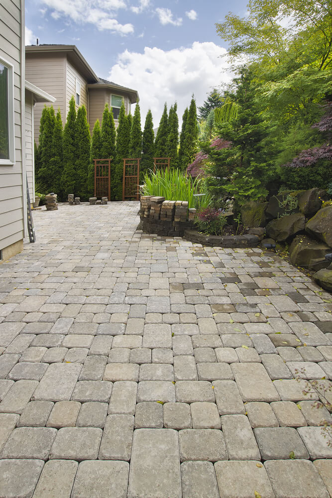 backyard pavers design in a Fairfax-like area