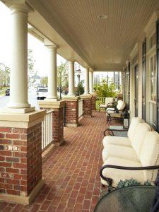DesignLens_long-porch-seating_s3x4.jpg.rend.hgtvcom.966.1288