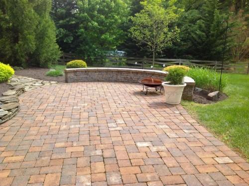 patio with stone pavers
